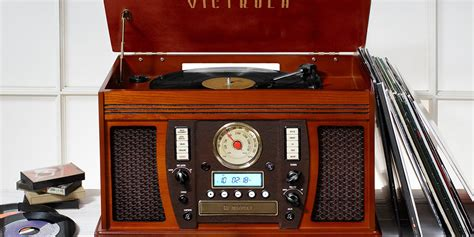 The Classic 1920s Turntable Victrola Is Making a Comeback