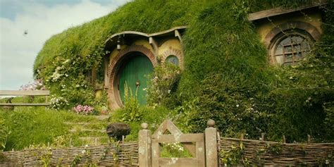 'Lord of the Rings' fan turns his front door into a human